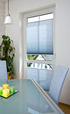 Wabenplissees in blau als Sichtschutz